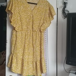 NWOT mustard floral flounce sleeve dress